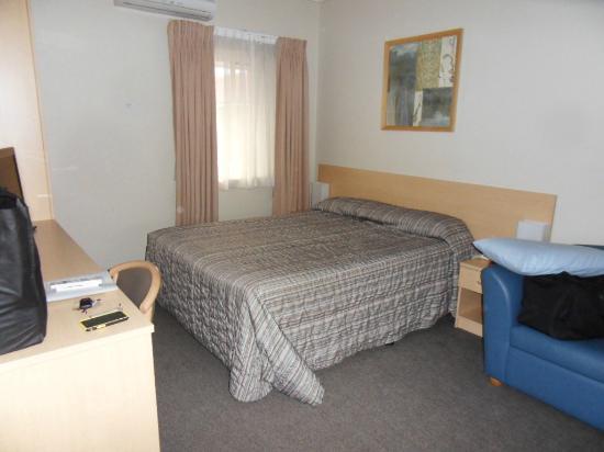 Bathurst Motor Inn: Bedroom