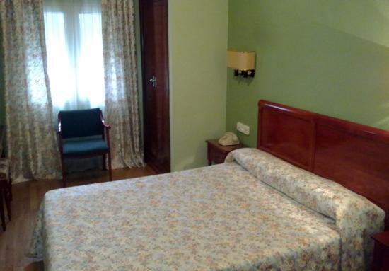 Hotel Serit: Habitación doble con cama de matrimonio