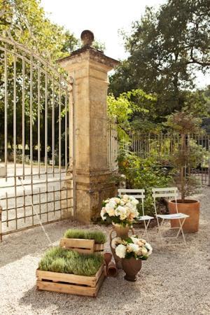 Chateau de Lartigolle : courtyard