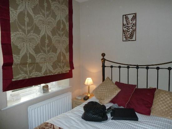 Holly-Wood Guest House: bedroom