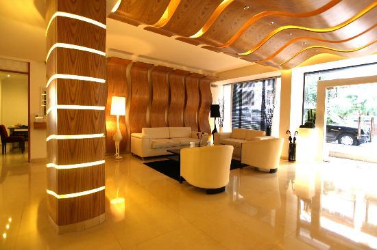 WH Hotel: Lobby
