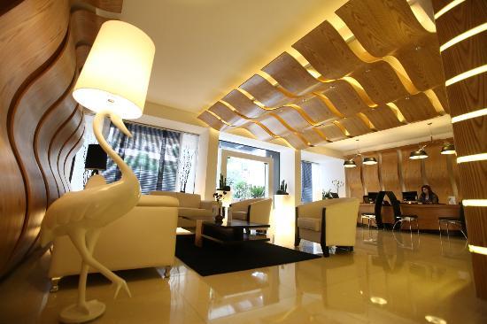 WH Hotel : Lobby Terrace