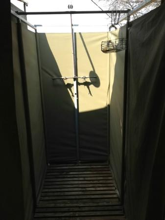 Selous Fly Fishing Lodge : Outdoor shower