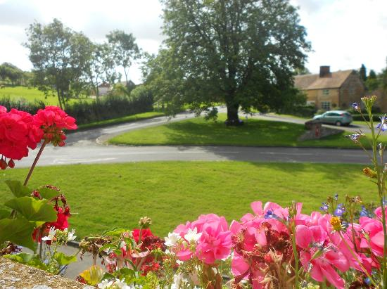 The Howard Arms: Ilmington Village Green
