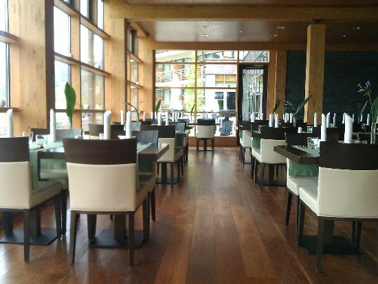 Bohinj ECO Hotel: Ristorante a pranzo- Avrete lo chef tutto per voi!