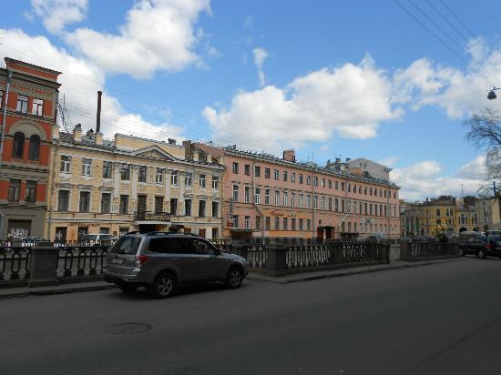 Petersburg Minihotels : Blick vom Haus in Richtung Kanal