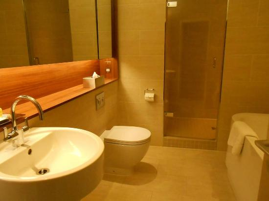 Apex Waterloo Place Hotel: Luxurious bathroom
