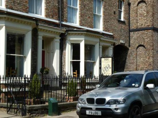 Hedley House: Entrance