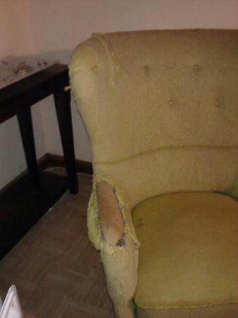 Villa Harriet: Broken furniture