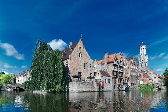 Canal House: Rozenhoedkaai B2