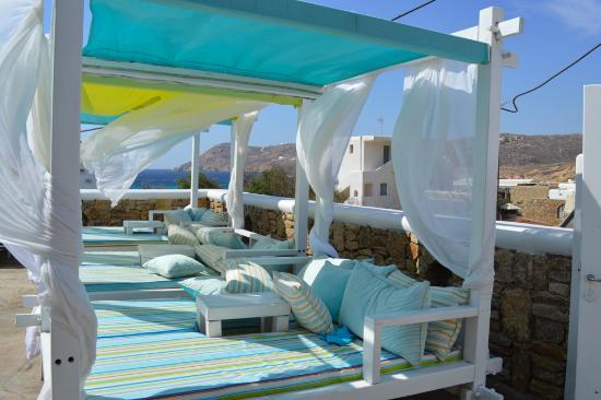Arte & Mare Elia Mykonos Suites: Deck chairs
