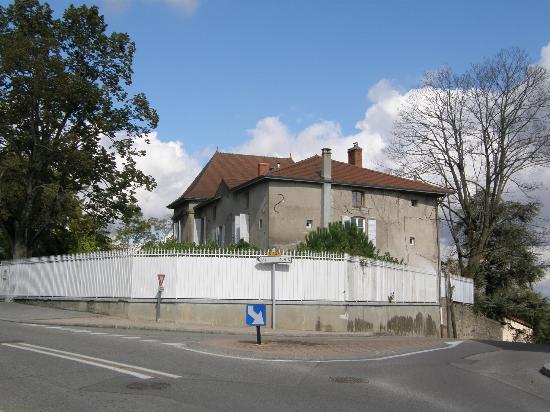 Du Goût et des Couleurs : View from the street