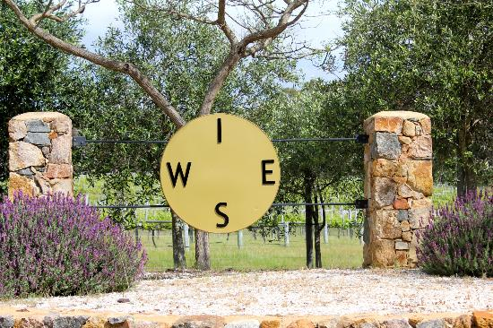 Wise Vineyard Restaurant: Entrance to Wise