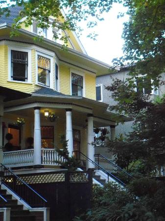 Barclay House Bed and Breakfast: Front of B&B