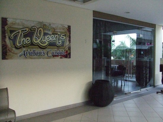 The Queen's Caribbean Restaurant: Front Entrance in Palm Beach Mall