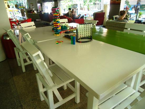 Saphaipae Hostel: the table games!
