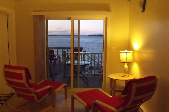The Inn at the Wharf: Comfortable room, simple, relaxing, right on the water