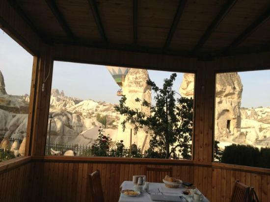 Goreme Suites: Terrace for breakfast