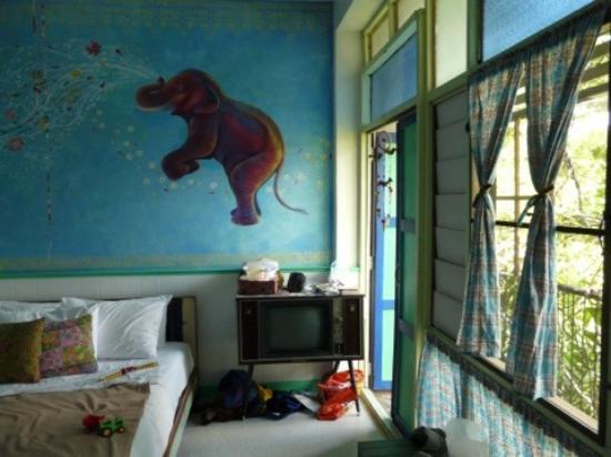 Phranakorn-Nornlen Hotel: Family room with door to balcony
