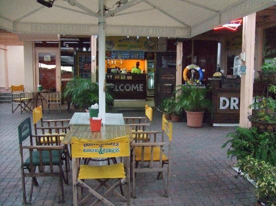 Dushi Bagels and Burgers: Outside of Dushi Bagel