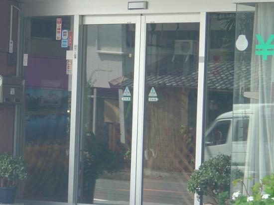 Station Hotel Annex: tobira