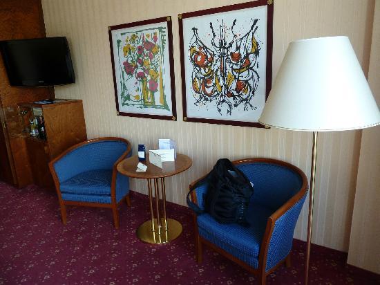 Best Western Premier Grand Hotel Russischer Hof : Sitzmöglichkeit