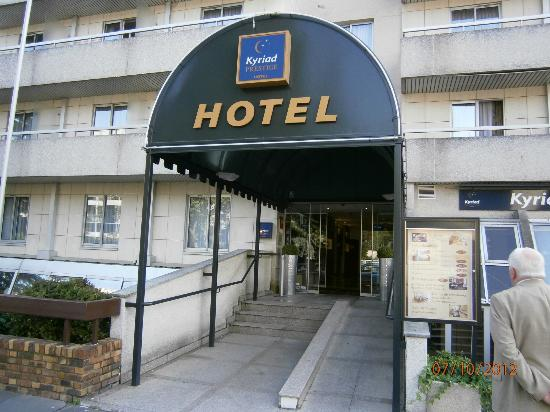 Kyriad Prestige Paris Ouest Boulogne : Entrance view.