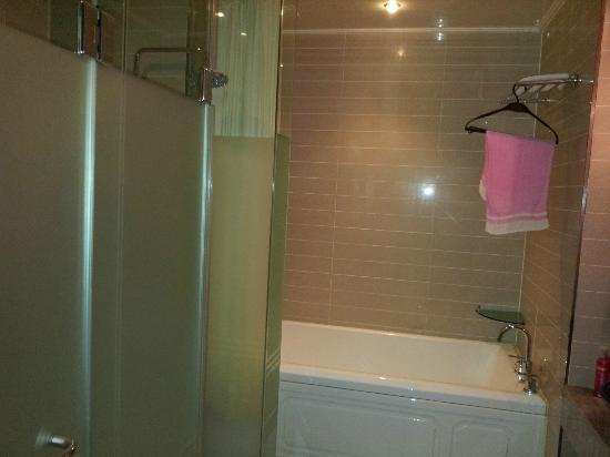 Benikea Hotel Acacia: Bath