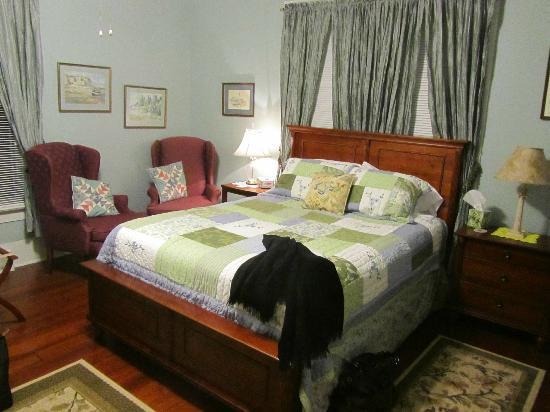 The Kerr House B&B: First Floor Bedroom