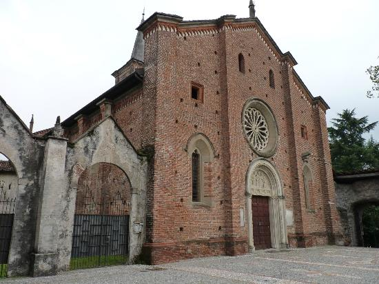 https://media-cdn.tripadvisor.com/media/photo-s/02/ff/3f/d4/castiglione-olona.jpg