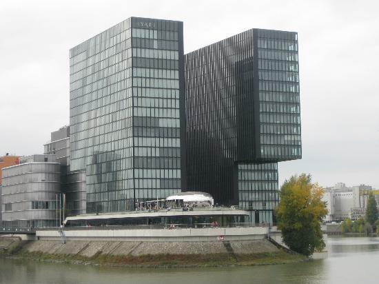 Hyatt Regency Dusseldorf: The back of the hotel facing the waterfront