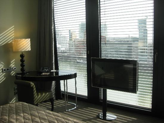 Hyatt Regency Dusseldorf: View from the bedroom