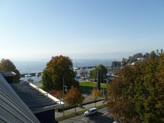 Seehotel Friedrichshafen: Aussicht vom Dachfenster auf den Bodensee