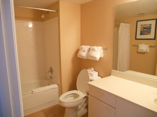 Summer Bay Orlando By Exploria Resorts: Main bathroom