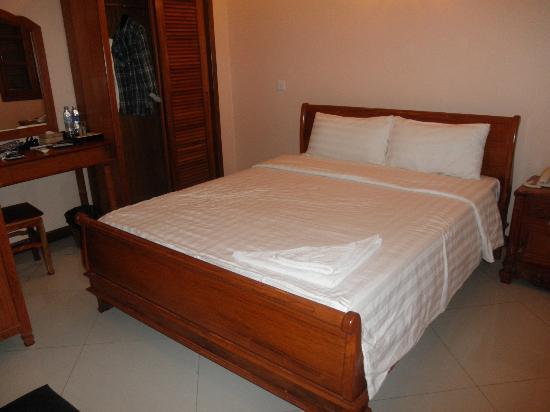 Neth Socheata Hotel: Bed