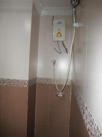 Neth Socheata Hotel: Shower