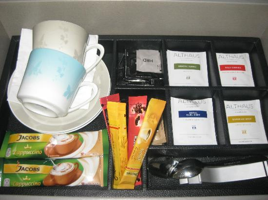 Hyatt Regency Dusseldorf: Beverage Ammenities as well as a kettle