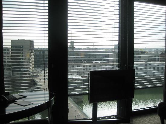 Hyatt Regency Dusseldorf: View from the bedroom overlooking the Rhein