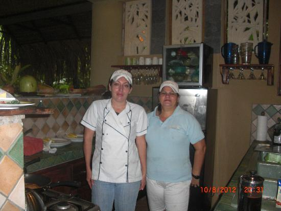 Cascadas Farallas Waterfall Villas: The cook and housekeeper
