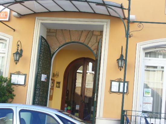 Hotel Le Provencal : ENTREE PRINCIPALE