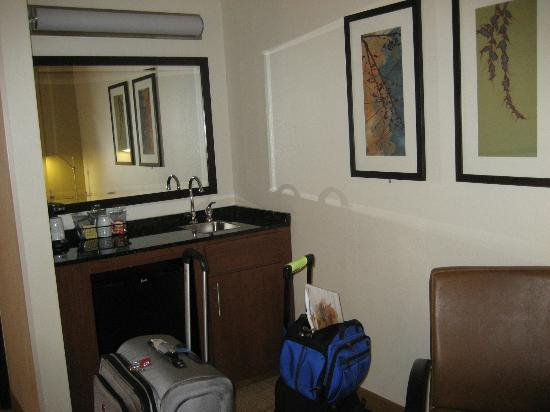 Hyatt Place Boston/Medford: Kitchenette