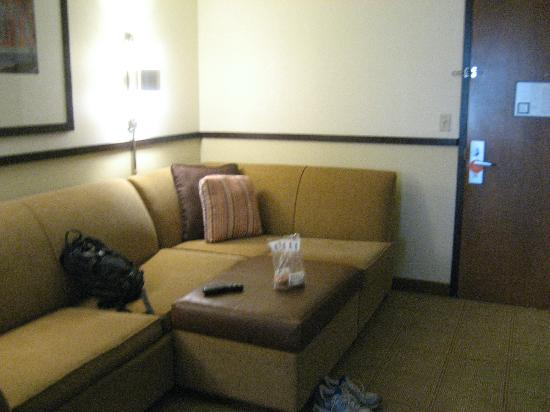 Hyatt Place Boston/Medford : Couch