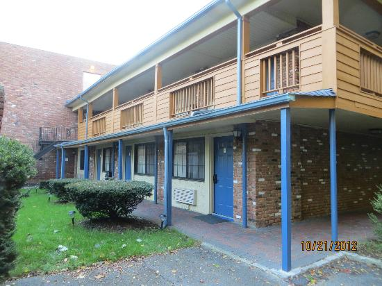 Woodbury, NY: First room bottom floor, there is an elevator to the 2nd level