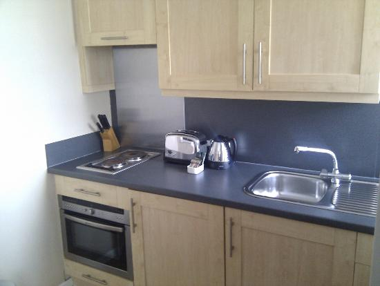 Dolphin House Serviced Apartments: kitchen 2