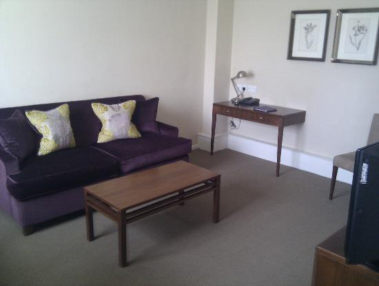 Dolphin House Serviced Apartments: living room 2