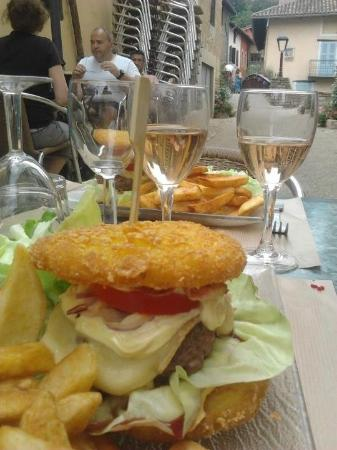 Hall'86 Cafe: Annecy burger