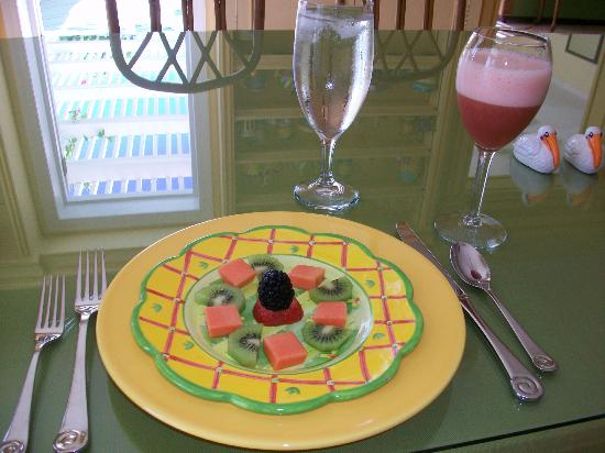 Bellavista Bed & Breakfast: Fresh fruit plate at breakfast