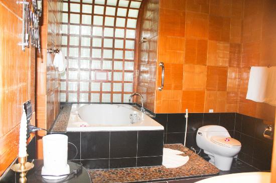 Mom Tri's Villa Royale: on suite bath room bathtub and showe (no shown)