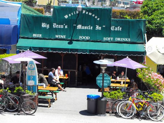 Big Deans Oceanfront Cafe : esterno