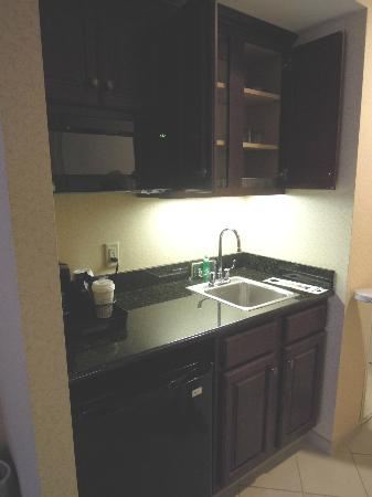 Holiday Inn Salem (I-93 at exit 2): Kitchenette area